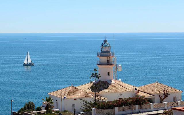 Faro de Cullera y velero