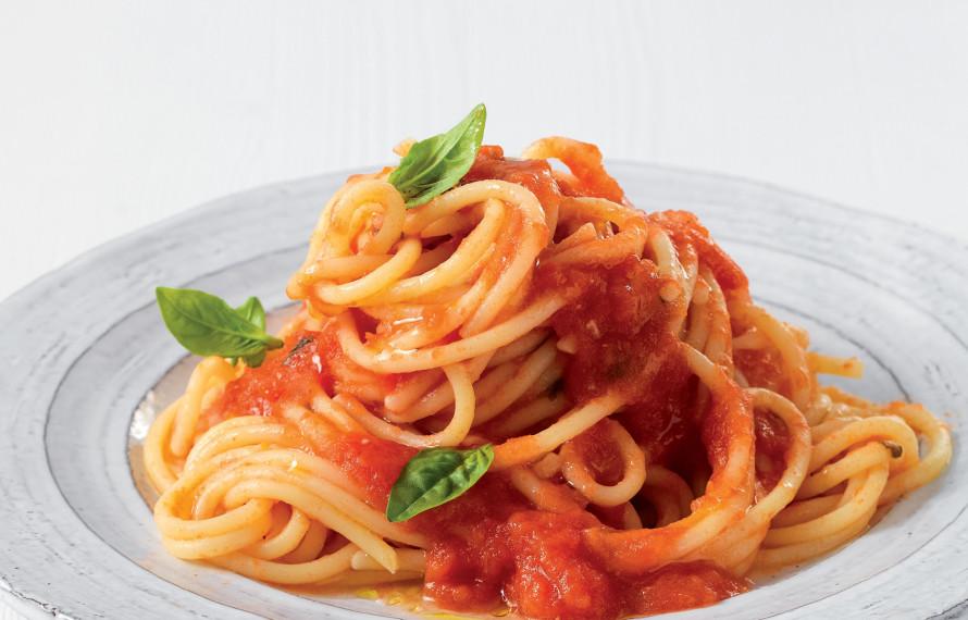 Spaghetti al sugo di pomodoro ricetta italiana semplice - Come cucinare la lepre al sugo ...