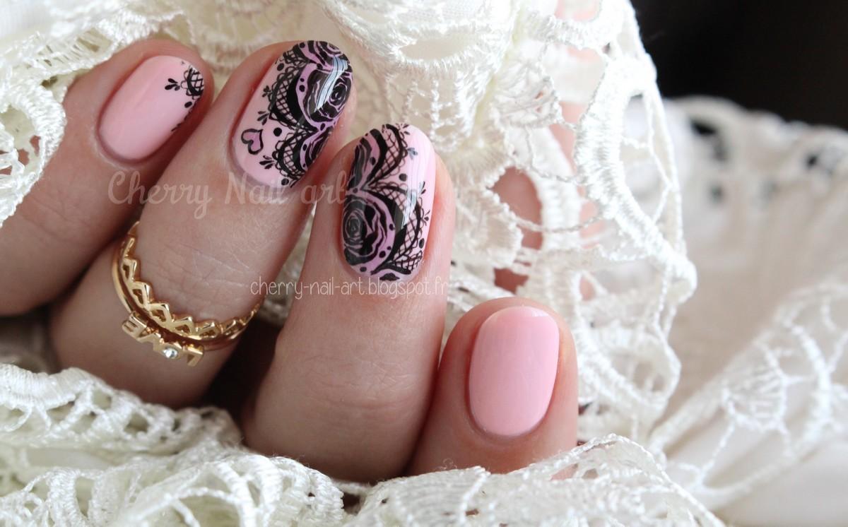 nail art dentelle et roses pour la saint valentin