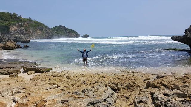 Tempat wisata jogja - Pantai watu bolong gunungkidul