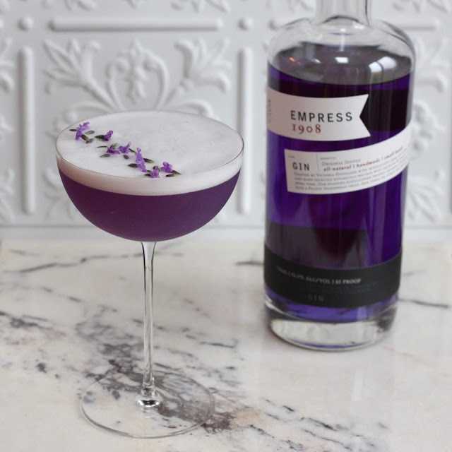 Queen Victoria with Empress 1908 Gin