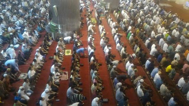 Ribuan Jamaah Padati Masjid Istiqlal Guna Laksanakan Sholat Tarawih Perdana