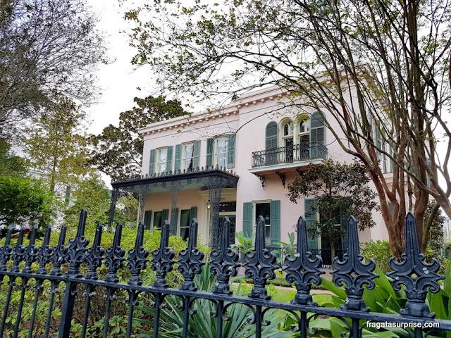 Casarão histórico no Garden District de Nova Orleans