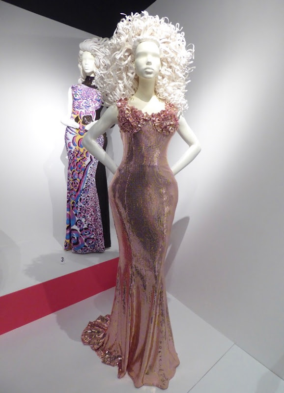 RuPauls Drag Race S9 episode 3 judging gown
