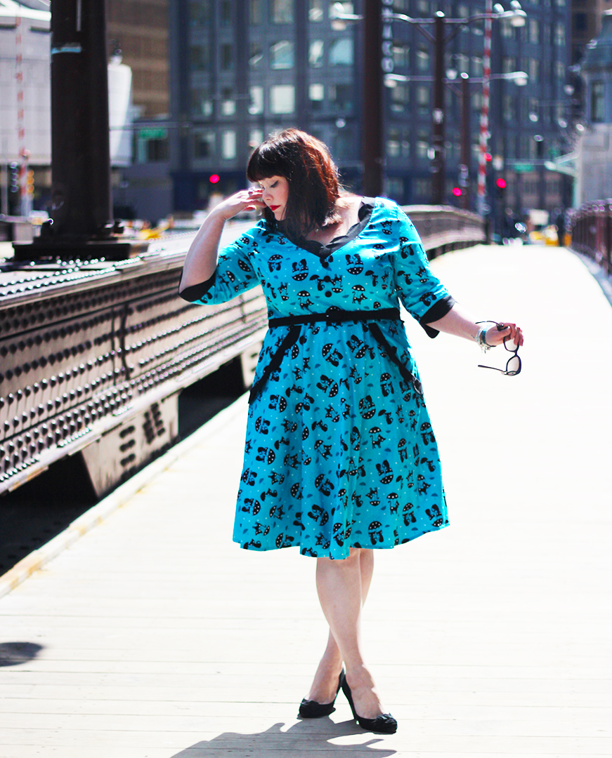 Plus Size Blogger Amber from Style Plus Curves in a Voodoo Vixen Cat and Umbrella Dress