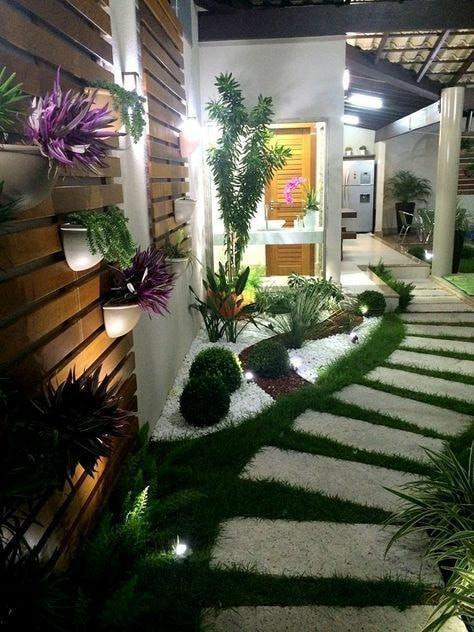 halaman sempit memanjang di samping rumah