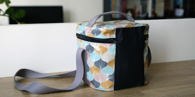 http://www.coutureaddicted.fr/tutos-astuces/mon-lunch-bag-isotherme-tuto/