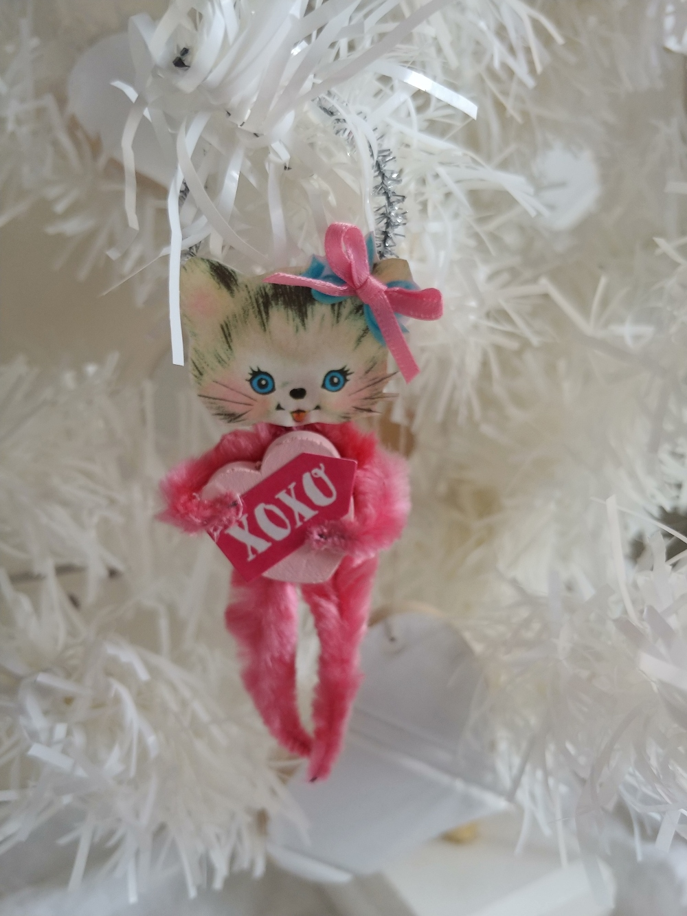 pipe cleaner kitten ornament