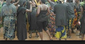 Aggressive Women Protest n*ked  Over Assualts By Fulani Herdmen In Anambra