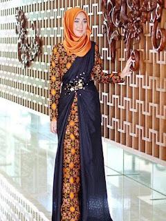 model baju batik pesta wanita modern 2018