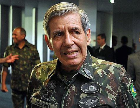 Futuro ministro, general Heleno compara posse de arma à posse de carro