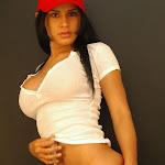 Andrea Rincon, Selena Spice Galeria 16: Linda Gorra Roja, Camiseta Blanca, Mini Tanga Roja Tipo Hilo Dental Foto 57