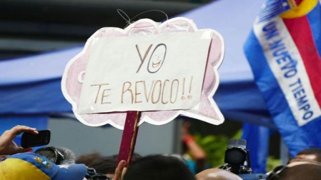 Oposición da palos de ciego en el laberinto venezolano