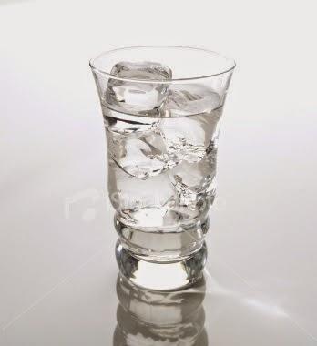 Mengapa Gelas Yang Di Isi Air Es Bisa Basah Bagian Luarnya?