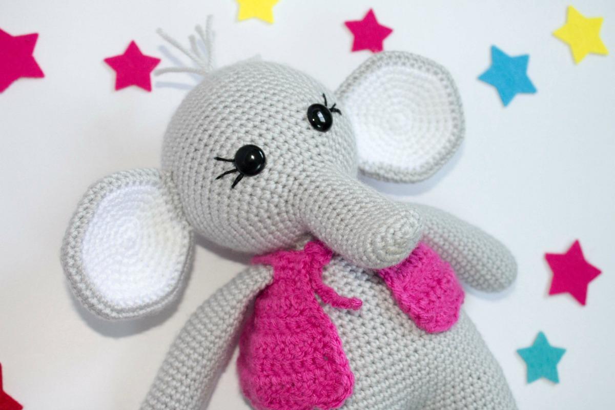 Cuddle and Play Elephant Baby Blanket Crochet Pattern   Crochet Arcade   800x1200