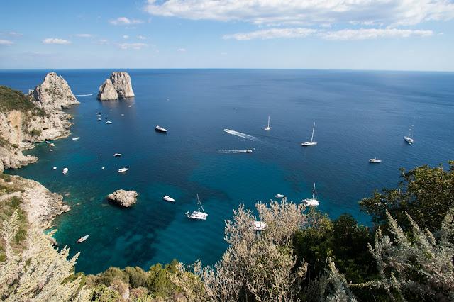 Vista sui faraglioni dai Giardini di Augusto-Capri
