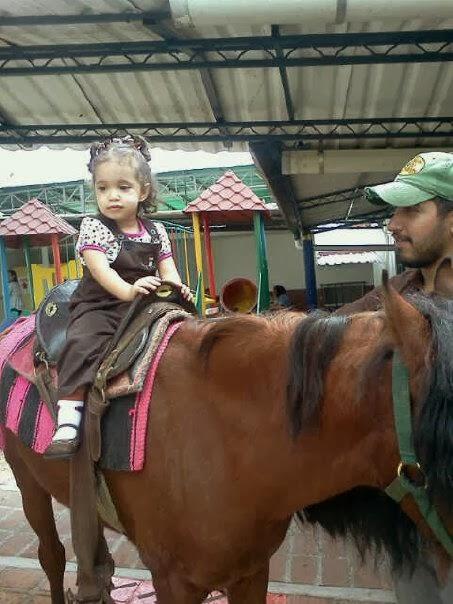 Sophia hija en caballo