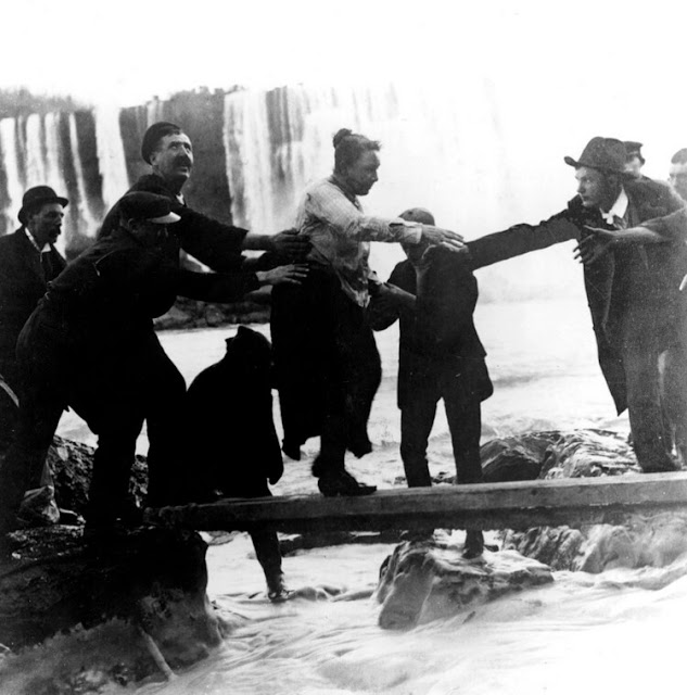 Annie Edson Taylor after her trip over Niagara Falls leaver her barrel