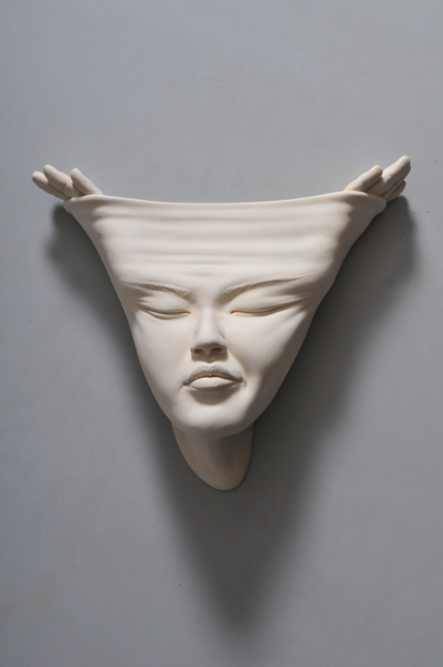 09-Johnson-Tsang-Ceramic-and-Porcelain-Faces-with-Multiple-Expressions-www-designstack-co