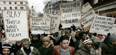 Islam: Kalau Mayoritas Menindas, Kalau Minoritas Beringas?
