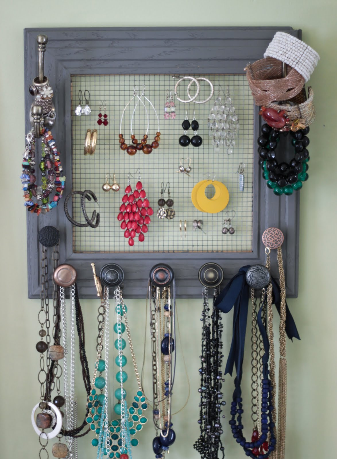 Rach 39 s blog diy jewelry box on my wall for Organiser un stand