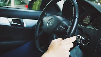 Mengendarai Mobil Matic
