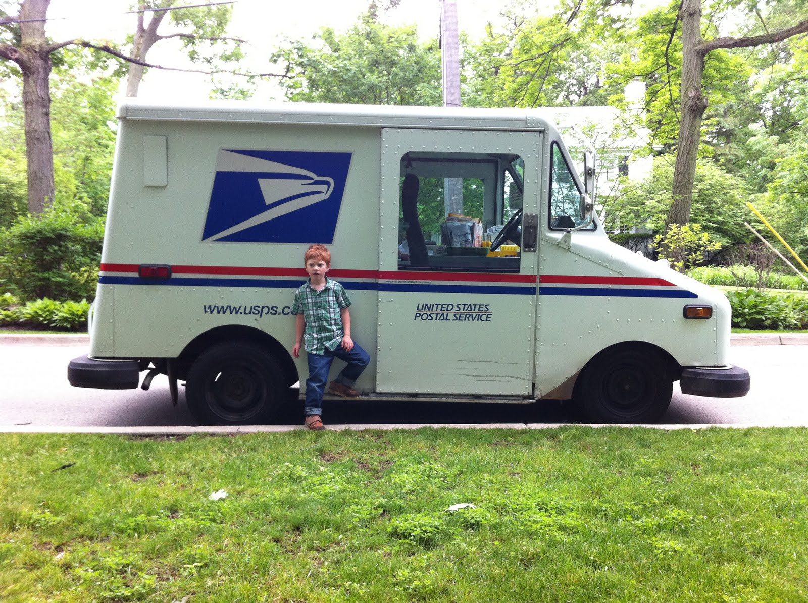 georgeandabedochicago: we saw a really cool postman's truck