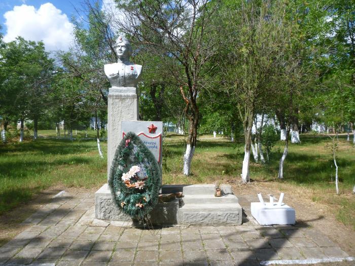 Памятник летчице Татьяне Костыриной