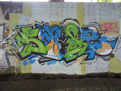 UK-Graffiti-Wall-Green-Blue-Sample-Picture