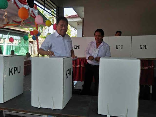 Steven Kandouw Coblos di TPS13 Tanjung Batu, Edwin Silangen di TPS 8 Winangun