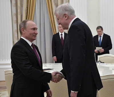 Vladimir Putin with Minister-President of Bavaria Horst Seehofer.