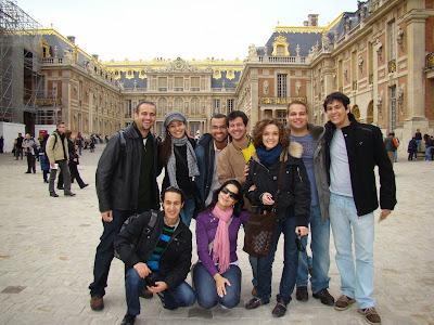 Entrada do Palácio de Versalhes com amigos - Paris - França - Luís XIV