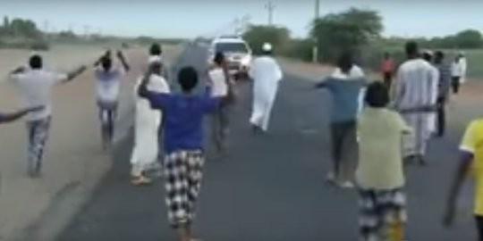 Puluhan muslim di sudan ramai-ramai begal pengguna jalan menjelang berbuka puasa