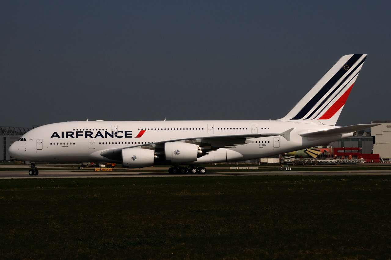 Airbus hamburg finkenwerder news a380 861 air france f for A380 air france interieur