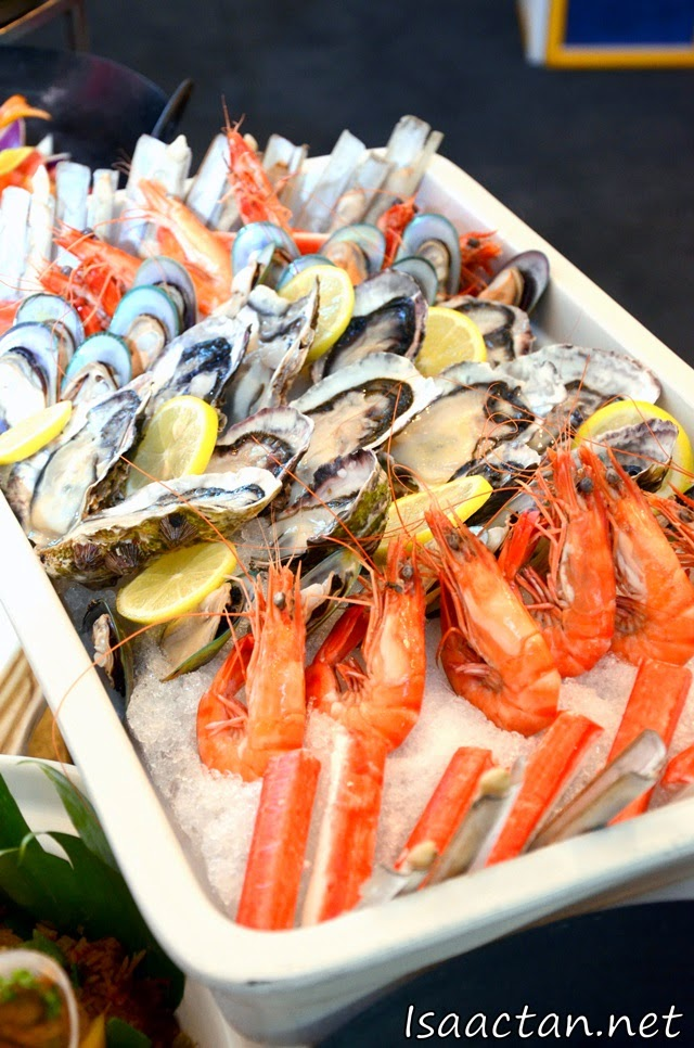 Fresh Prawns and Oysters