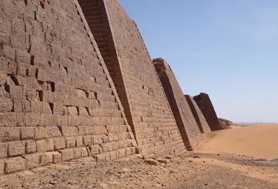 Piramida Nubia Menakjubkan yang Terlupakan di Meroe