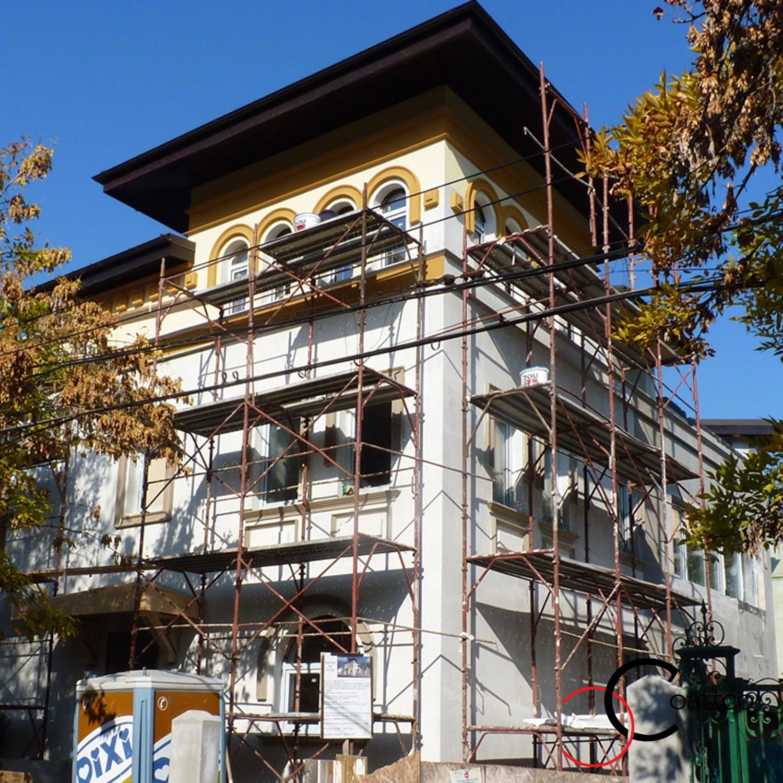 Profile decorative din polistiren montate pe o fatada casa in bucuresti