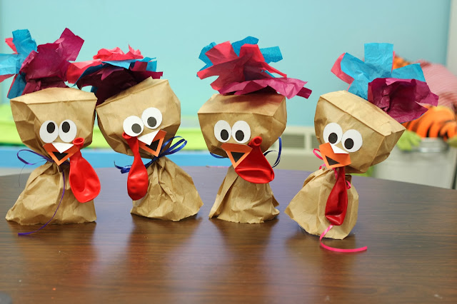 Adorable paper bag turkeys for preschool