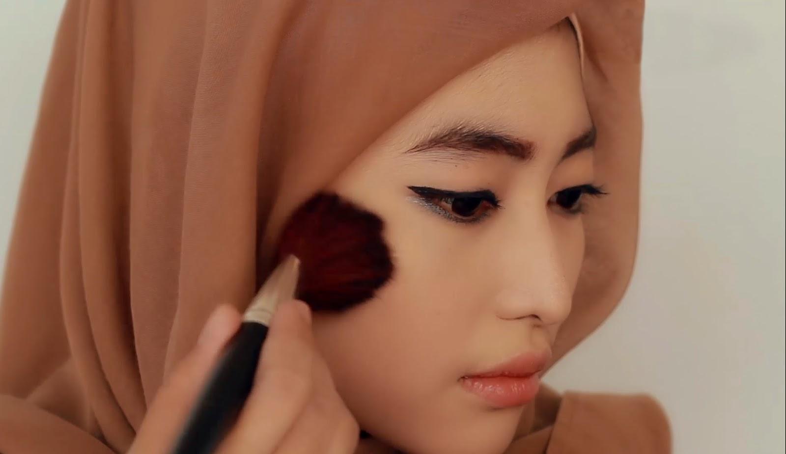 Gunakan Make Up pada Area Pipi