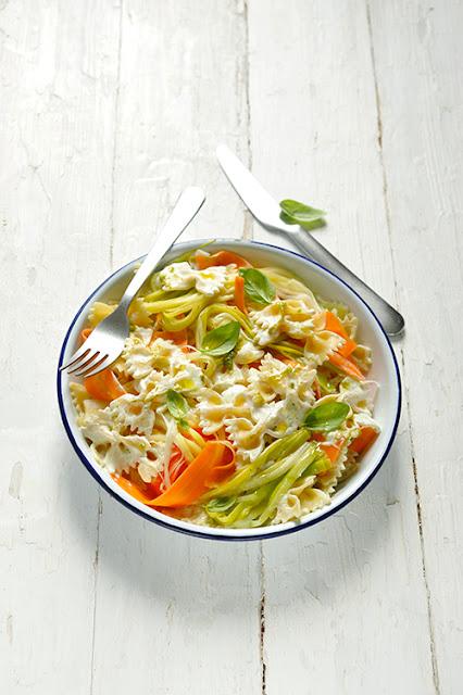 Pâtes crémeuses et rubans de légumes