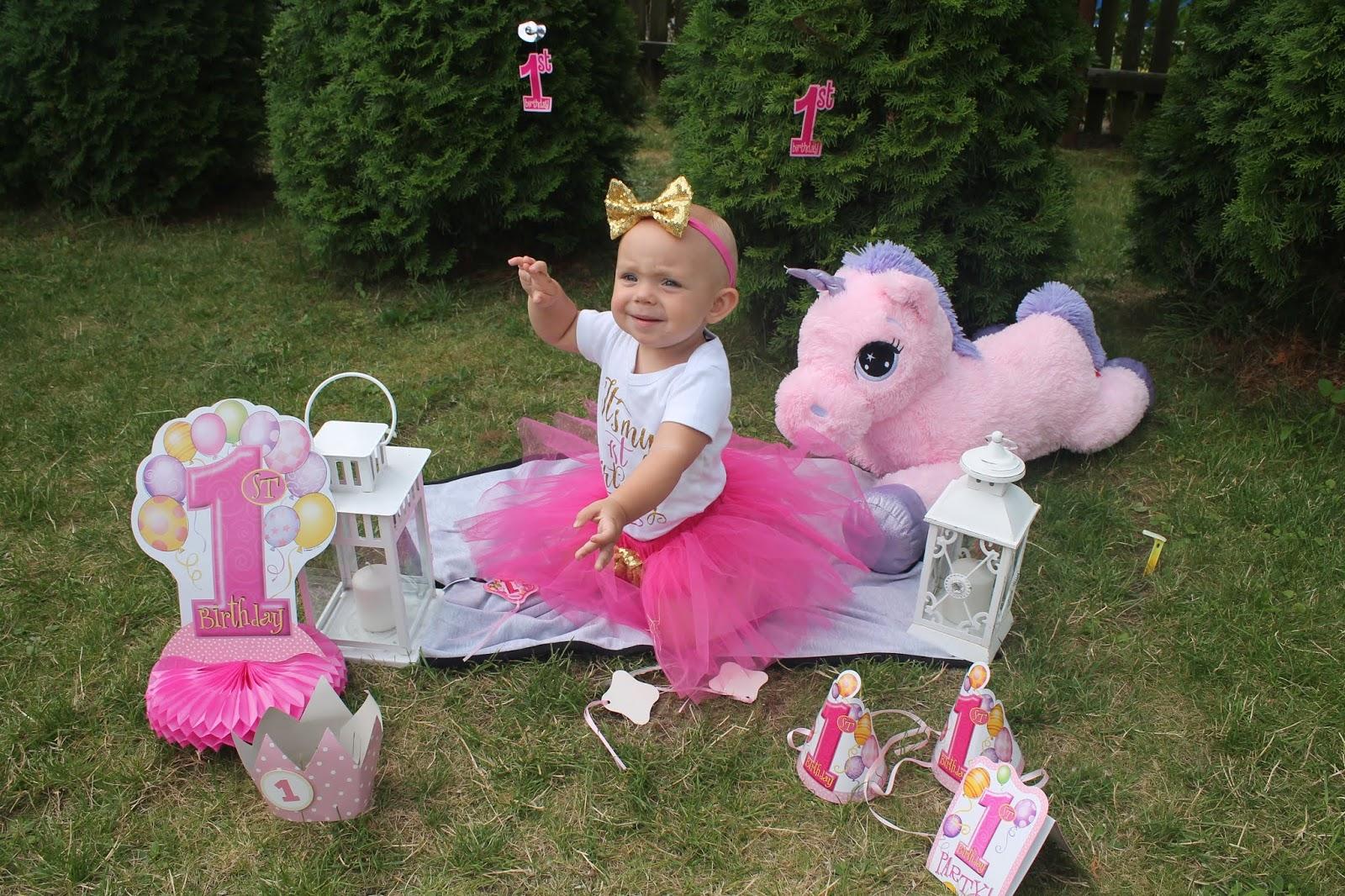 sesja na roczek dla dziewczynki