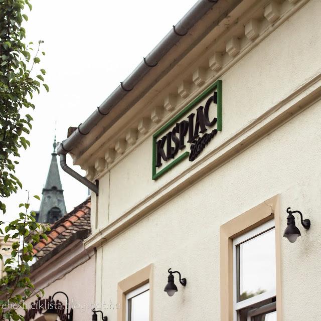 A kispiac étterem homlokzata Hódmezővásárhelyen