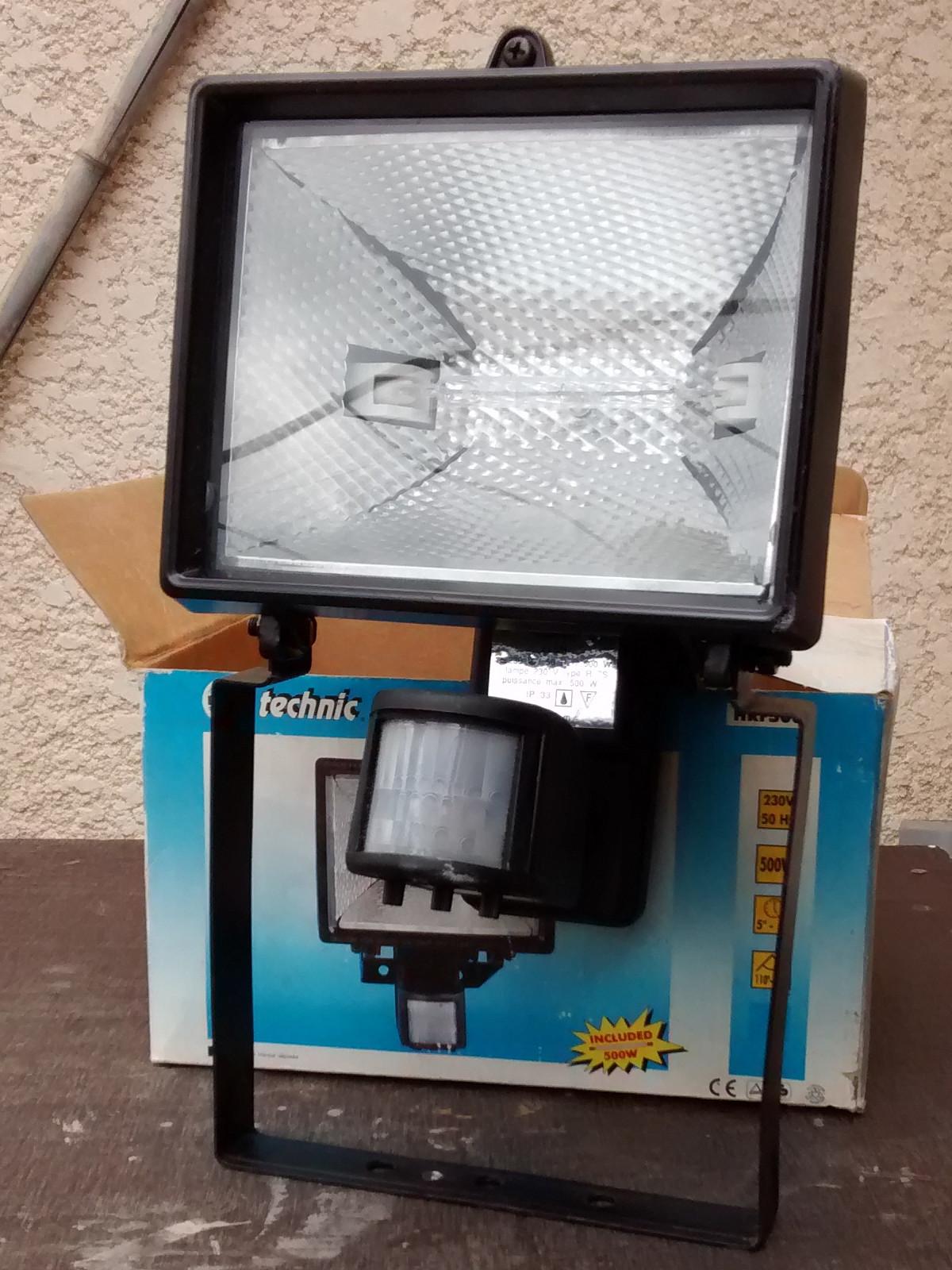 eclairage exterieur automatique good cout duune borne duclairage extrieur with eclairage. Black Bedroom Furniture Sets. Home Design Ideas