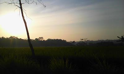 Matahari terbenam di gunung gantungan