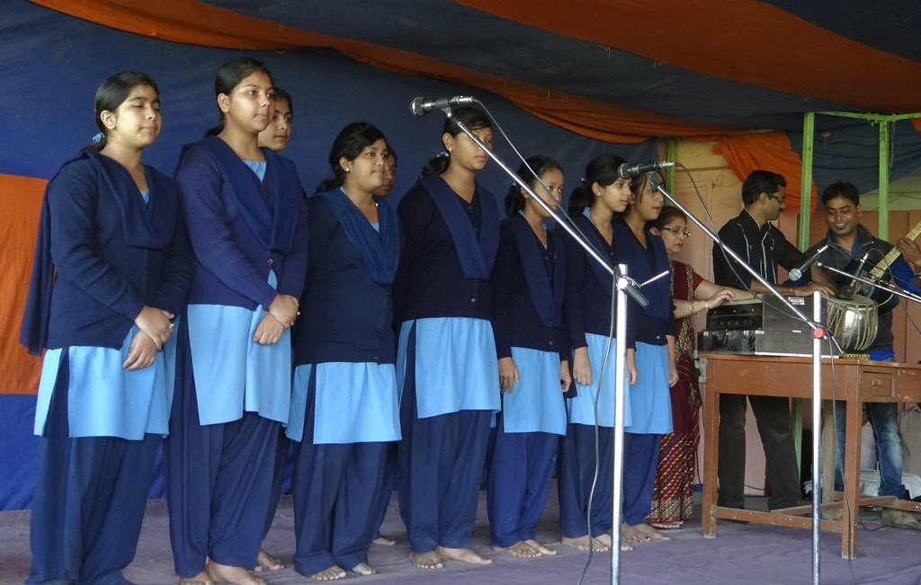 Students is singing a Bhupendra Sangeet