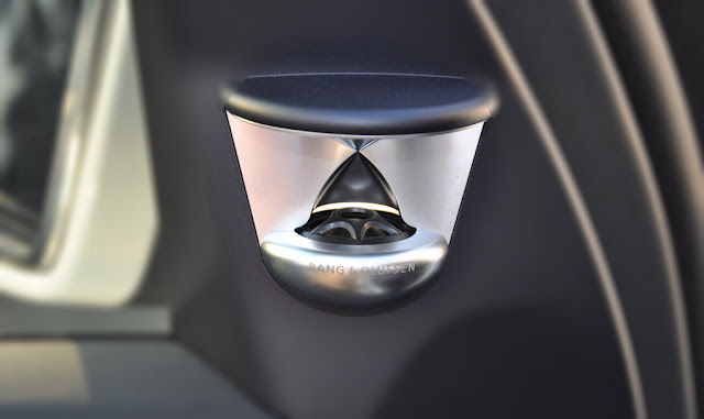 Mercedes AMG GLS 63 4MATIC 2018 sử dụng Hệ thống âm thanh vòm Bang và Olufsen Beosound AMG 14 loa