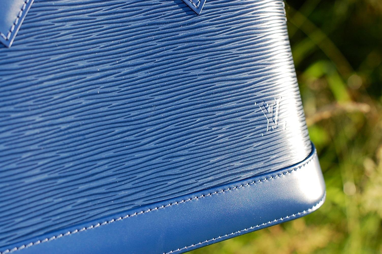 86284e19e770 Louis Vuitton Alma BB in Epi leather  A quick review