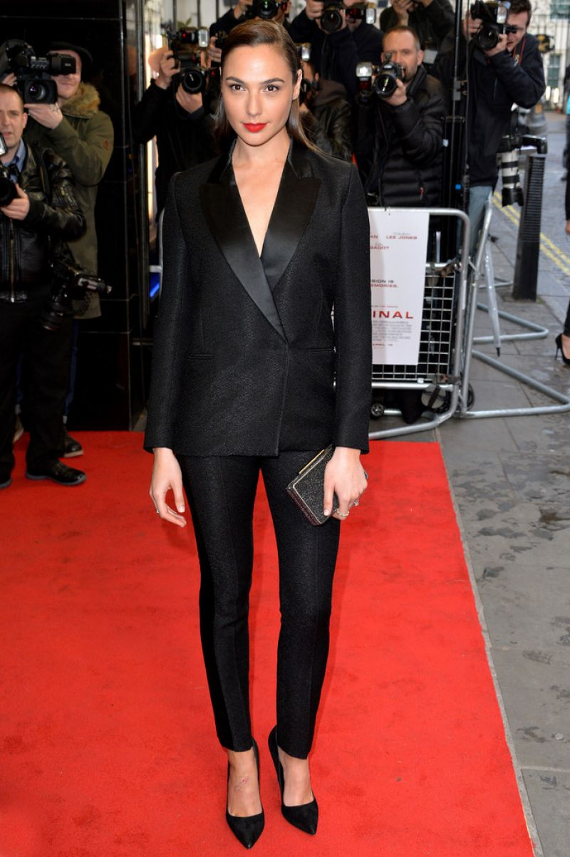HQ HOT & Sexy Photos of 'Keeping Up with the Joneses' actress Gal Gadot in Black dress At Criminal Premiere In London