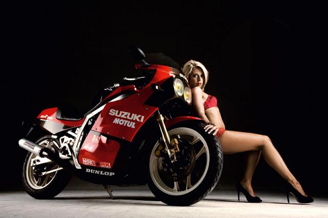 Suzuki GSXR Slabside Girl