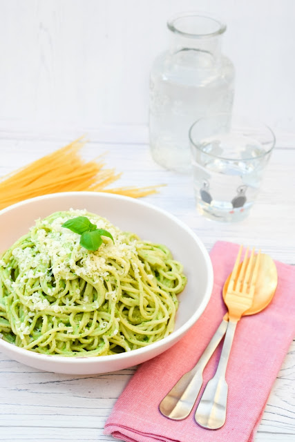 KALE AND CASHEW PESTO SPAGHETTI